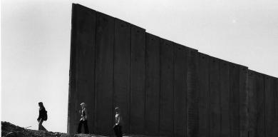Wall photo exhibition brings the West Bank to East Berlin