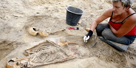 Archaeologists find more than 2,000 skeletons under Berlin