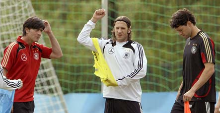 Frings takes Ballack's side in tiff with Löw
