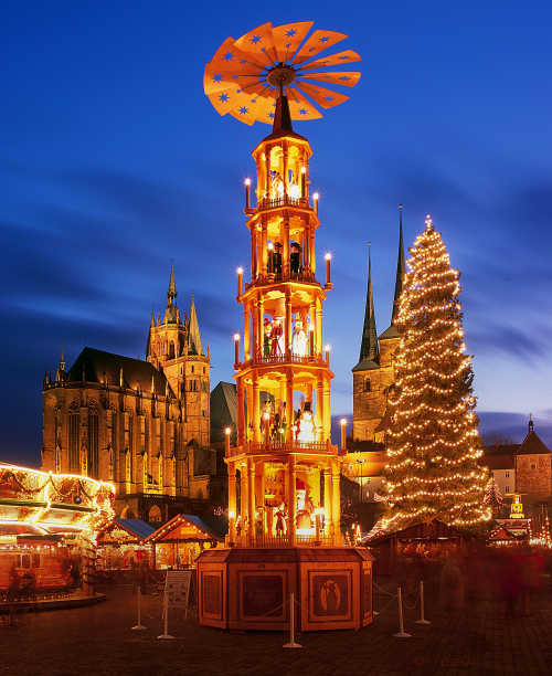 Weihnachtspyramide:<br>Christmas pyramids – spinning towers decorated with lights and figures - originated in the Erzgebirge mountain region near Dresden. Photo: DPA
