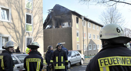 Apartment explosion kills one, injures five