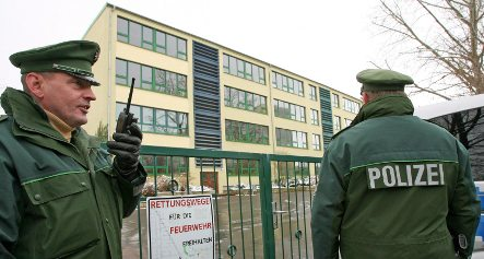 Erfurt students return to class with heavy police presence