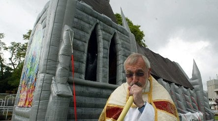 Essen Catholic diocese buys inflatable church