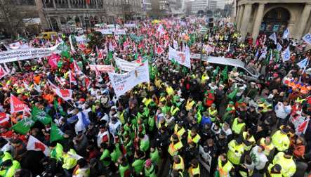More public workers strike as wage dispute wears on with states