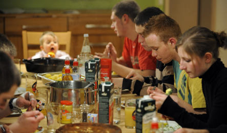Economic crisis cooking course conjures €3 meals in Cologne