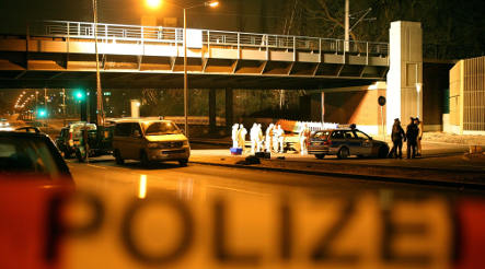 Bloody man plunges from Hamburg overpass