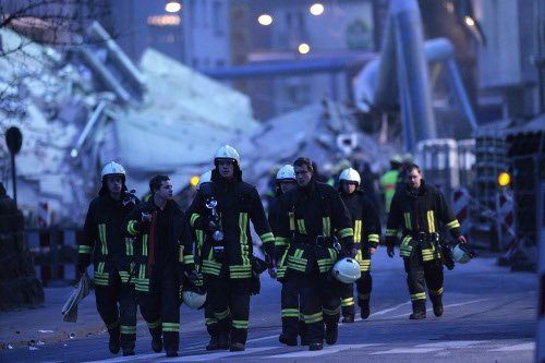 Rescue workers searched and stabilised the rubble throughout the night. Photo: DPA