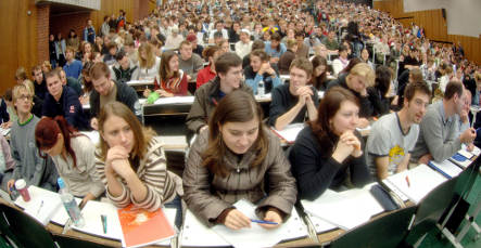 German students increasingly unpolitical and reactionary