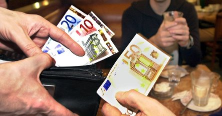 Berlin restaurants urge foreigners to tip more