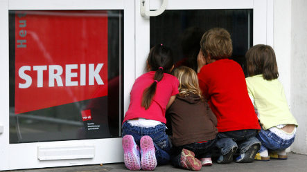 Day care workers broaden strike