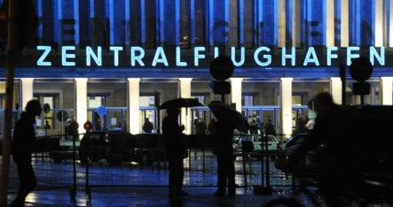 Berlin votes to keep Tempelhof an architectural monument