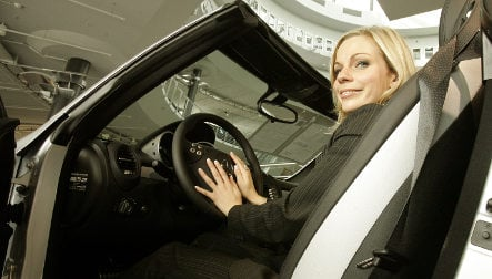Premium for old cars revs up women drivers