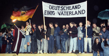 East-west divide between Germans remains strong