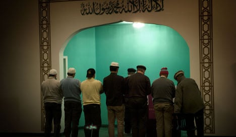 Small Muslim group opens up to outsiders