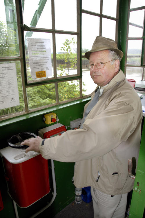 Bridge operator Horst Ahlf drives across the Oste River. The <i>Schwebefähre </i> is considered a cultural monument and is under state protection.Photo: DPA