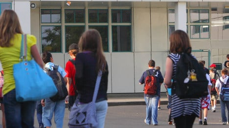 Schoolchildren give away almost €15,000 found on the street