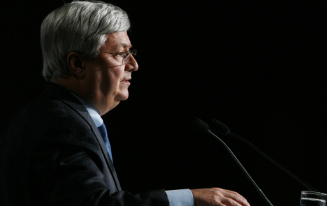 Top banker urges pay cuts for 'inflated egos'