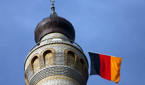 New programme teaches Turkish imams to lead prayer in German