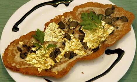 Snack bar sells gold-covered schnitzel for €150