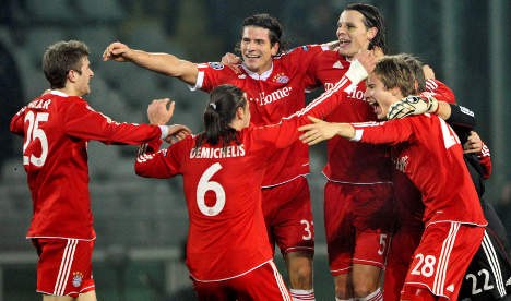 Bayern thumps Juventus to reach knock-outs