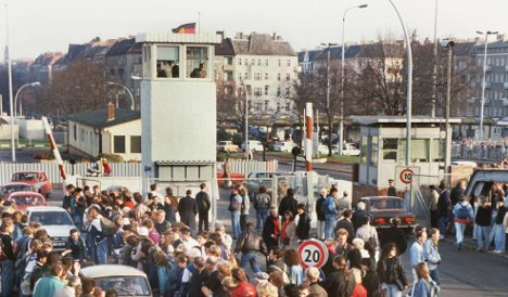 Berlin Wall checkpoint up for auction on eBay