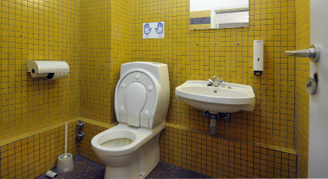 Court rules excessive toilet time no grounds for docked pay