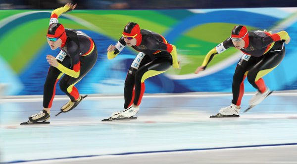 Germany's women speed skaters take gold – just barely