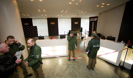 Armed robbers stick up Berlin poker tournament