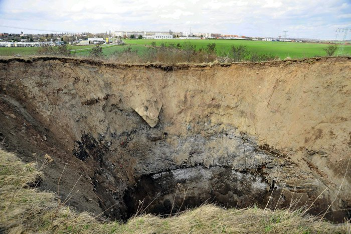 Such sudden collapses are not an unknown phenomenon in the region. Roads have had to be moved in the past because of cave-ins.   Last July, three people were killed when their house collapsed into a lake in the Saxony–Anhalt town of Nachterstedt. Photo: DPA