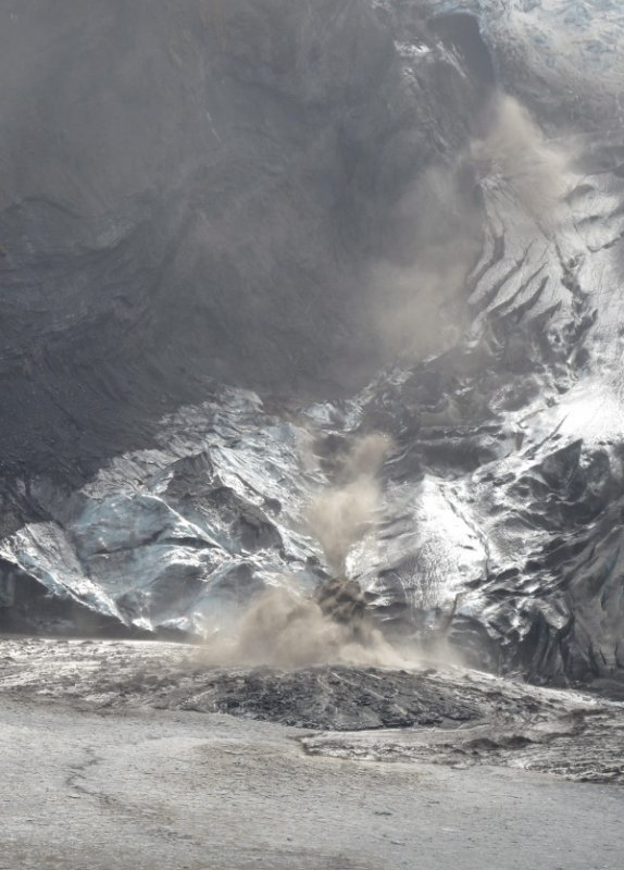 A handout photo by the Icelandic Coast Guard on April 15 shows an ash plume from the volcano taken by helicopter. Photo: DPA