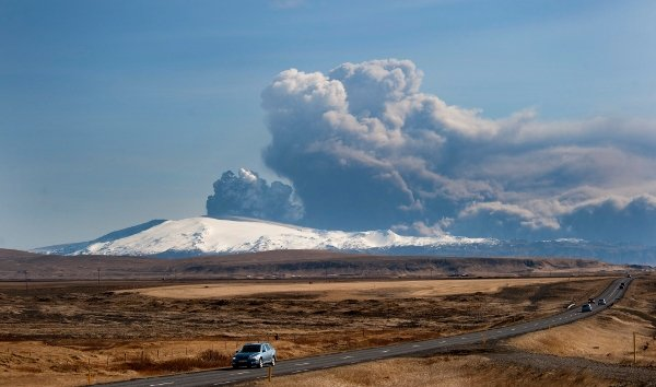 Experts said over the weekend there is no end to the volcano's activity in sight.Photo: DPA