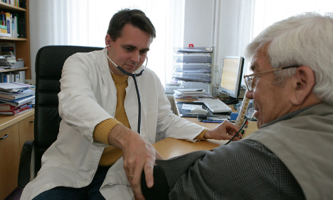 Experts attack health minister's plan to rope in rural doctors