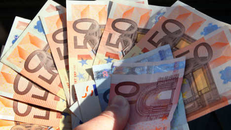 Schoolboy pays €17,000 to child blackmailers