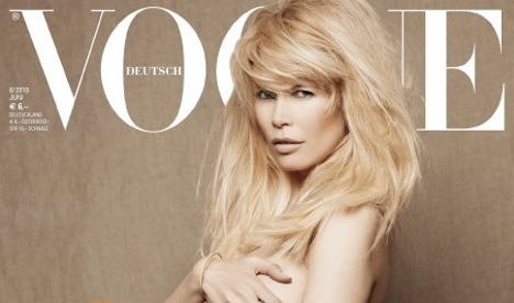 Naked and pregnant Claudia Schiffer adorns Vogue