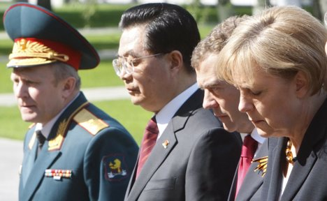 Merkel in Moscow to mark VE Day