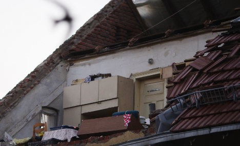 One dead after tornado hits eastern states