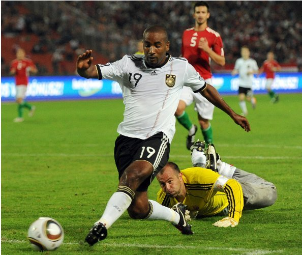 Cacau<br>Cacau, the 29-year-old Brazilian-born Stuttgart striker, had a tough time getting into the football world. Before he moved to Germany he worked as a street vendor in Brazil, but now shines for his adopted country, fast and full of flair.Photo: DPA