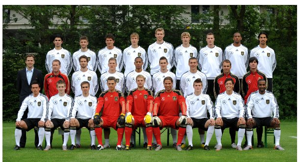 A group photo of the German World Cup squad in their kit with coaches.Photo: DPA