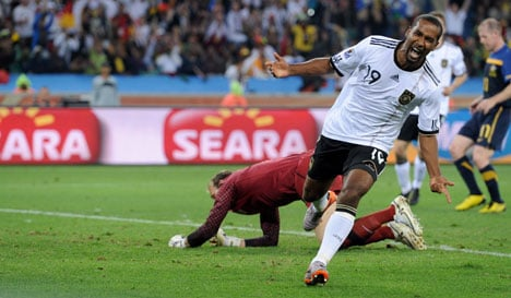 Germany crush Aussies in World Cup opener