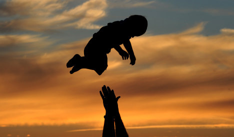 Unmarried fathers to get automatic joint custody over children