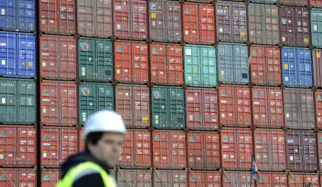 Economy forecasters tip 2.5 percent growth