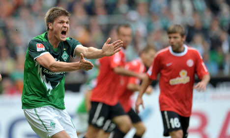 Slumping Bremen aim to come back against Hannover