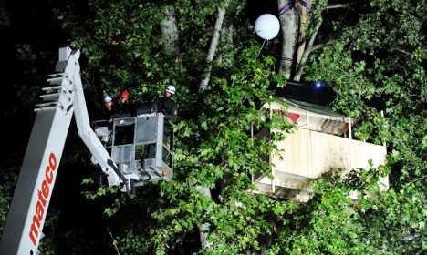 Police clear tree house of Stuttgart 21 activists