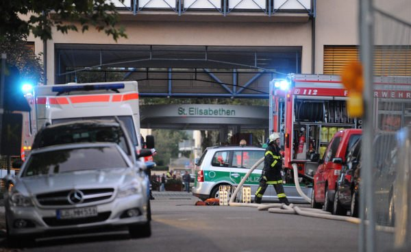 Police cars and rescue workers in front of the St. Elisabethen Hospital in Lörrach.Photo: DPA