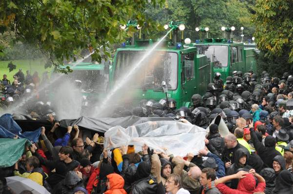 Police turn the water cannons on protestors. Photo: DPA