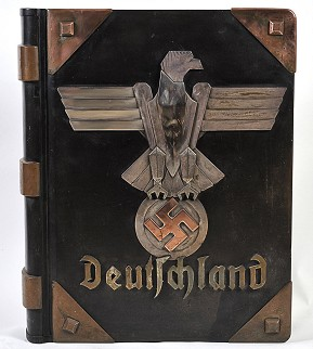 A bronze case in the form of a book given as a gift to Adolf Hitler.Photo: Privatsammlung Familie Wolfer/Deutsches Historisches Museum
