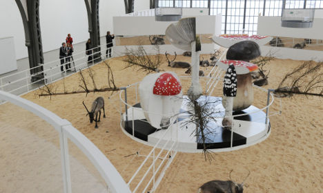 Psychedelic Berlin art show hosts live reindeer, canaries and mice