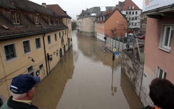 Residents survey floodwaters in Würzburg, in the Bavarian district of Lower Franconia.Photo: DPA