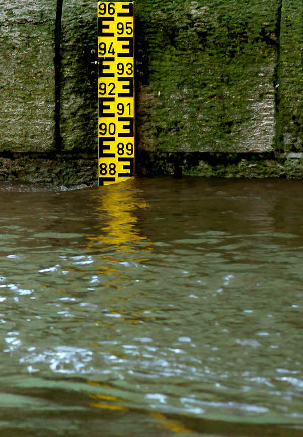 A water gauge displays floodwaters reaching 8m80 high in Cologne, although officials stated Tuesday that levels have been falling steadily by about one centimetre per hour.Photo: DPA