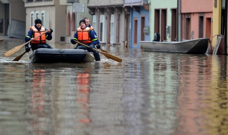 Flood threat remains along nation's rivers